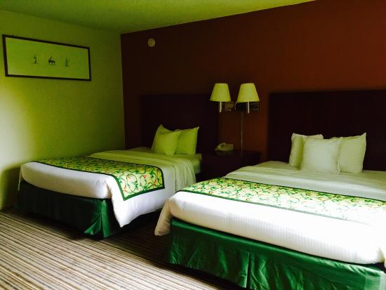 Red Carpet Inn & Suites Plymouth: Updated rooms