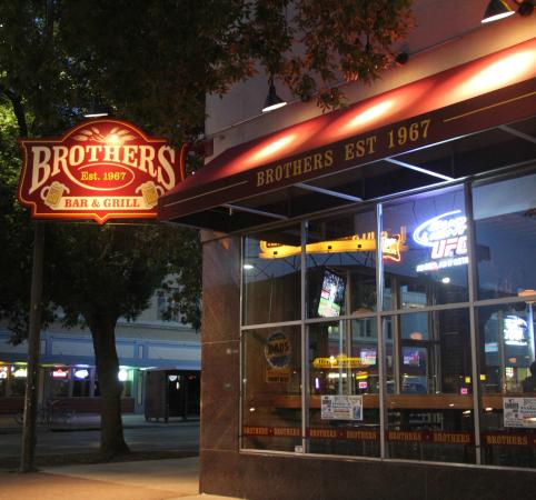 ‪Brothers Bar & Grill Lincoln‬