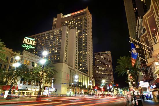New Orleans Marriott: Evening Exterior