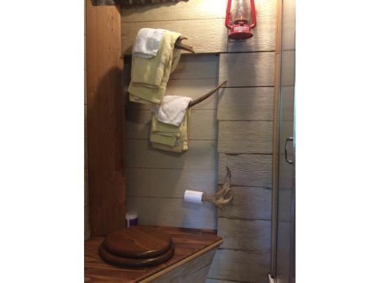 Alaskan Host Bed and Breakfast: Toilet