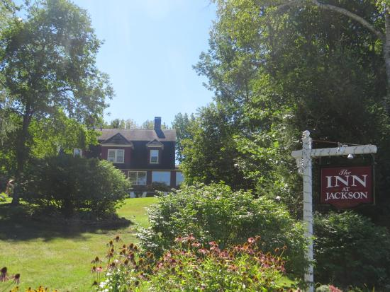 Inn at Jackson: View from the garden up to the property