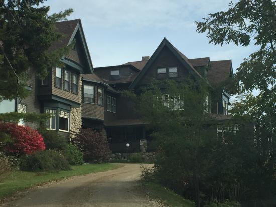 The Manor Inn: The Approach