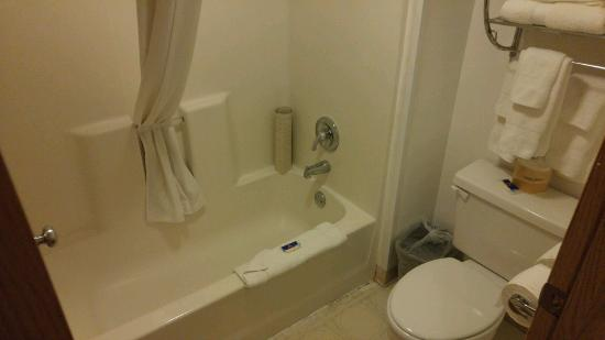 Motel 6 Astoria: Tub / Shower
