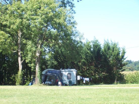 Mussidan, Γαλλία: Large shady pitches
