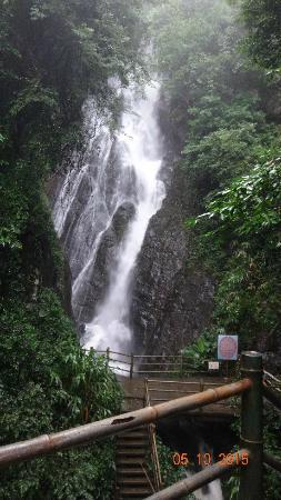 Deqing County, الصين: waterfall