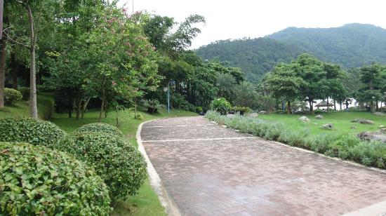 Deqing County, China: Hotel, Downhill area