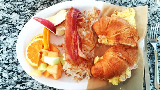 Point Loma Living Room: Breakfast At Living Room Cafe