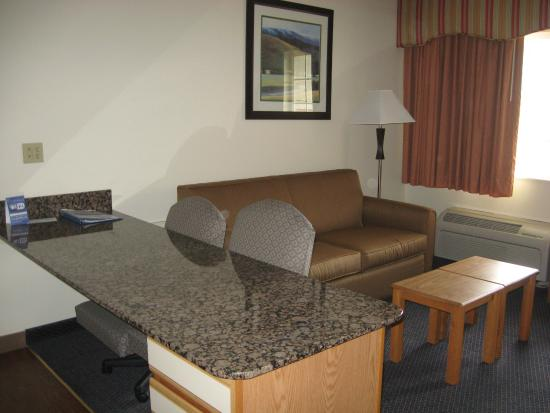 MainStay Suites: Sofa and Dining Table