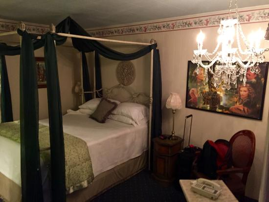 American Boutique Inn - Lakeview : A Midsummer's Night's Dream