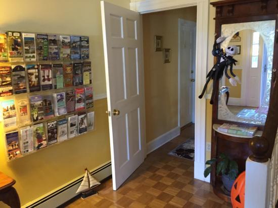 Beech Tree Inn and Cottage: Entrance Hallway