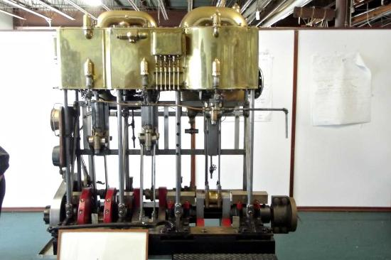 Herreshoff Marine Museum and America's Cup Hall of Fame : Marine steam engine