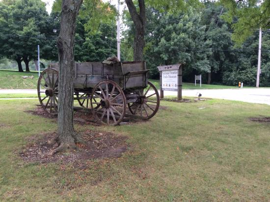 National Frontier Trails Museum: Front entrance to the center