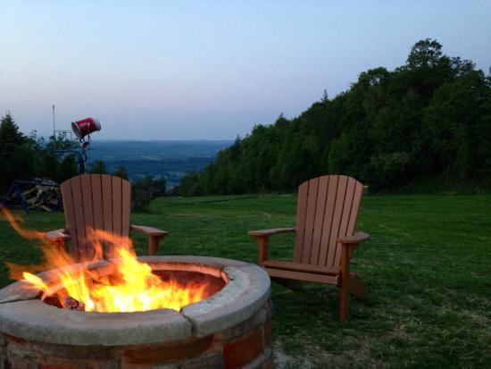 Palmerton, PA: Firepits outside Slopeside Pub & Grill Restaurant at Blue Mountain