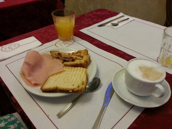 Hotel Contilia: Breakfast