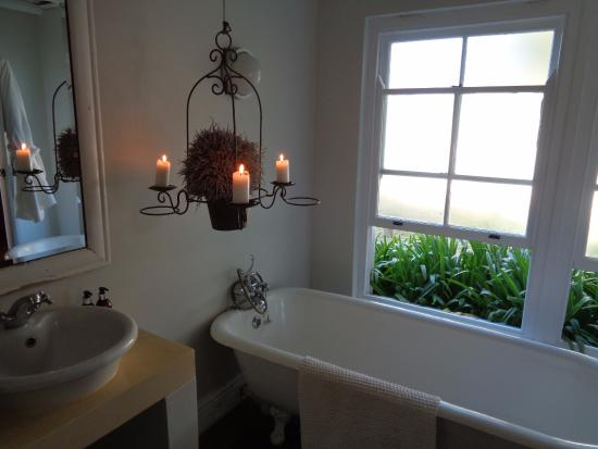 South Hill Vineyards - The Guesthouse: Bathroom in The Pumphouse