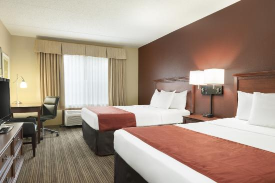 Country Inn & Suites by Radisson, St. Paul Northeast, MN : Classic Two Queen Guest Room