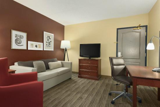 Country Inn & Suites By Carlson, St. Paul Northeast: Two-Room Suite