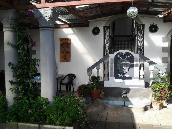 Santa Cruz de Leon Cortes, Costa Rica: Interesting terrrace to enjoy.
