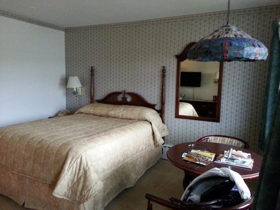 SaraPlacid Inn & Suites: view from door