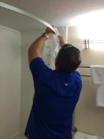 Mulberry, Floride : hanging shower curtain ourselves