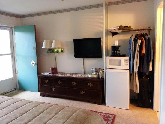 SaraPlacid Inn & Suites: view from corner