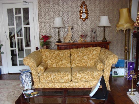 Plas Llwyd: The lounge room
