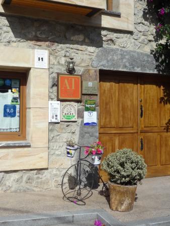 La Llobera Apartamentos: Вход в отель