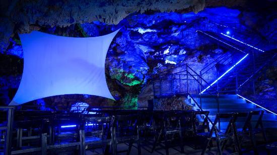 Cuevas dels Hams: Discovering the Past. Audiovisual Show