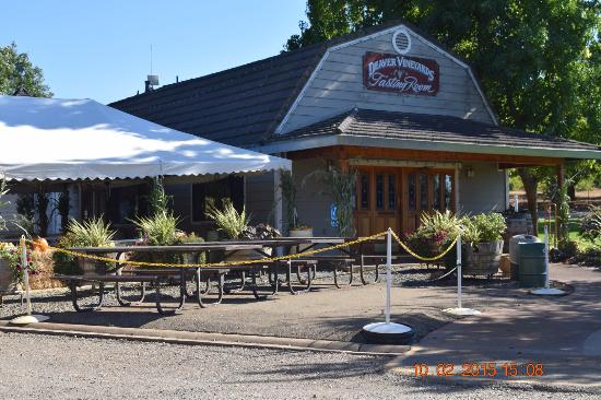 Deaver Vineyards Winery : Front of Deaver's