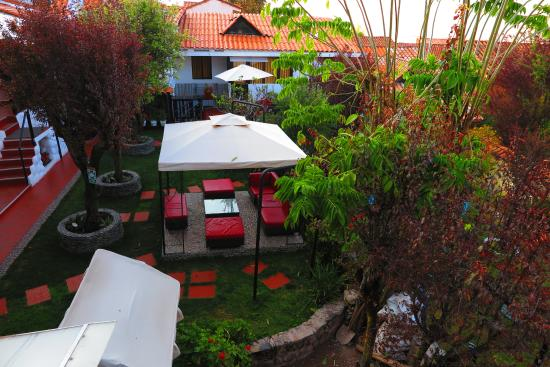 vue de la chambre dnas le jardin interieur - Picture of Tika Wasi ...