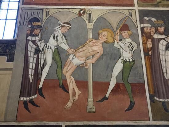 Bastia Mondovi, Italië: Lots of fun details in these beautifully restored frescoes.