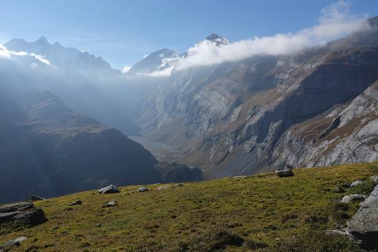 Γκρίσονς, Ελβετία: Vue sur le Val Frisal. Prise sur une belle randonnée depuis l'Hotel Ucliva.
