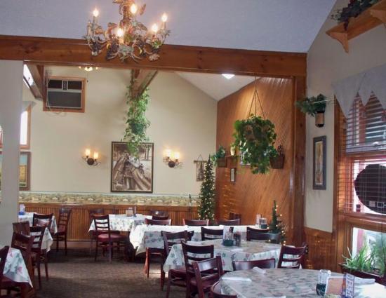 Mayville, NY: Inside dining room.