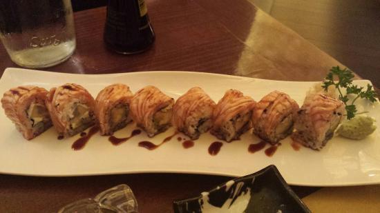 Zen Sushi Restaurant Con salmone scottato