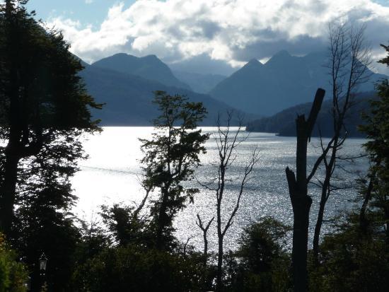 Hosteria Le Lac: Vista al lago de la hosteria