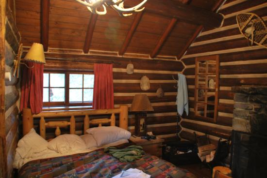 Storm Mountain Lodge & Cabins: cabin