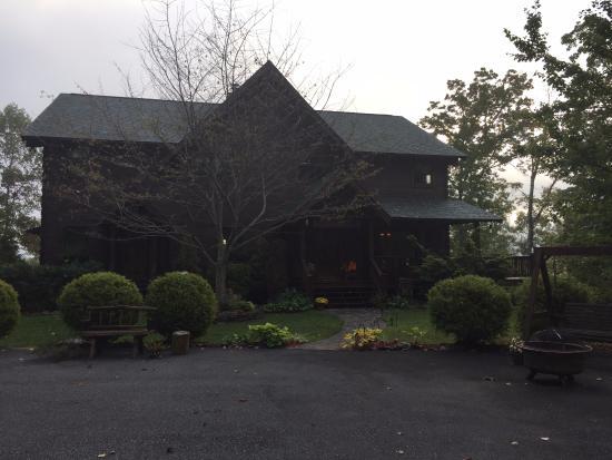 Appalachian Inn: The inn