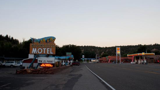 Golden Hills Motel: Looking south on the main road