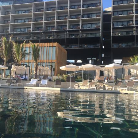 Swim up bar picture of the cape a thompson hotel cabo for The cape los cabos