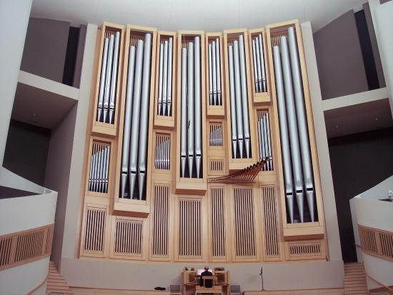 Independence, MO: organ pipes in chapel