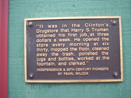 Clinton's Soda Fountain: plaque outside Clinton's