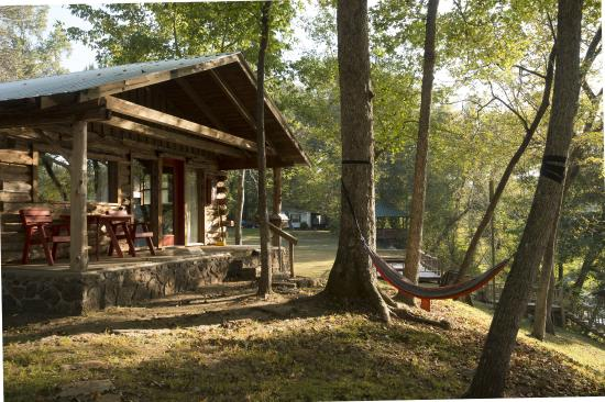 Lindsey's Resort: Riverview Cabin with Patio