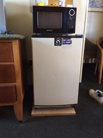 Travelers Inn: Oldest fridge, froze even my drink