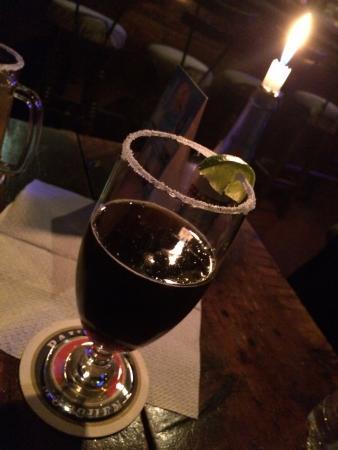 Manera sofisticada de beber cerveza - Picture of La Cava ...