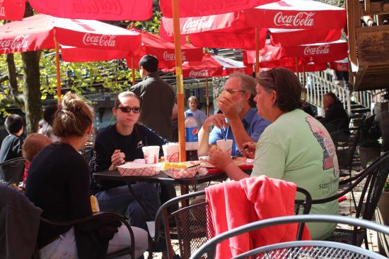 Big Wesser Brew & BBQ: Eating on the Patio