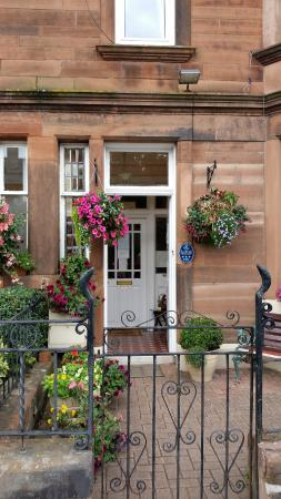 Brae Guest House: The Welcoming front of Brae House