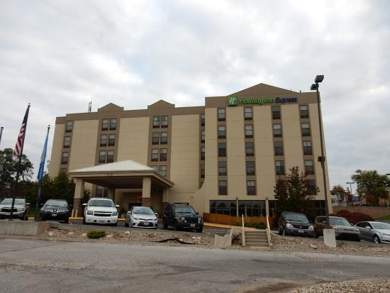 Holiday Inn Express Omaha West-90th Street