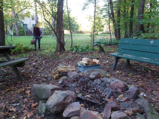 Paddler's Lane Bed & Breakfast: campfire pit