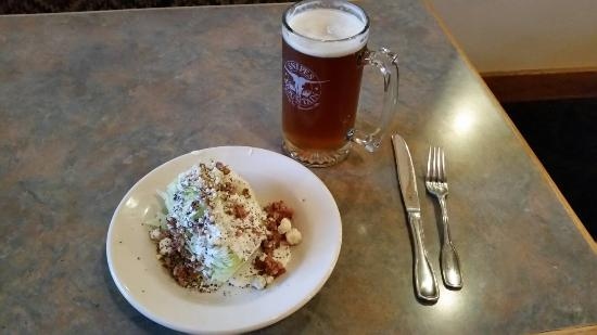 Sunnyside, WA: Syracha Fries, Curry Burger, Wedge Salad and Great Beer!