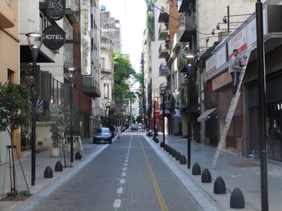Uenosanso Buenos Bekkan : 宿前の通り